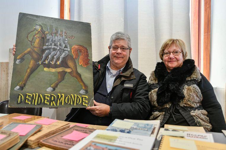 Geboren en getogen Dendermondenaren Marleen en Johan breiden in dit ros Beiaardjaar hun collectie uit met een schilderij op hout.