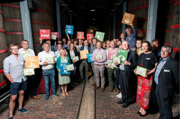 36 West-Vlaamse bedrijven kwamen in Ter Eeste bijeen waar ze  het certificaat Voka Charter Duurzaam Ondernemen ontvingen