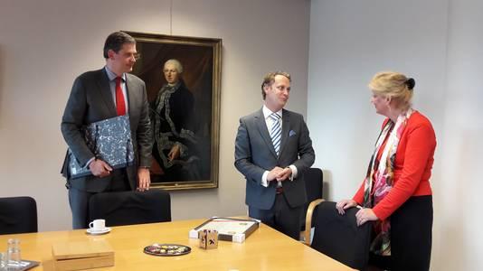 Burgemeesters Wouter Kolff (Dordrecht), Pieter Verhoeve (Oudewater) en Reinie Melissant (Gorinchem).