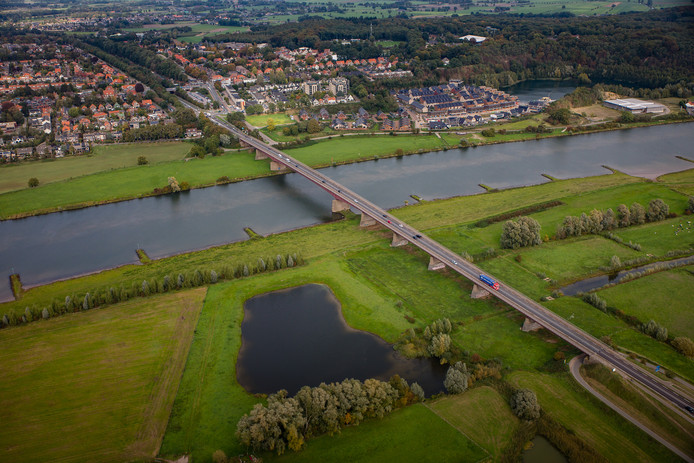 De provincie Utrecht betaalt mee aan een verdubbeling van de Rijnbrug bij Rhenen en Kesteren