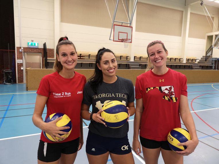 Tara Daerden (l.) met haar Amerikaanse ploegmaats Gabrielle Benda en Ashlyn MacGregor bij Gislaved.