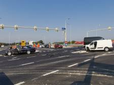 Auto's total loss na botsing op kruising bij A12 in Bennekom