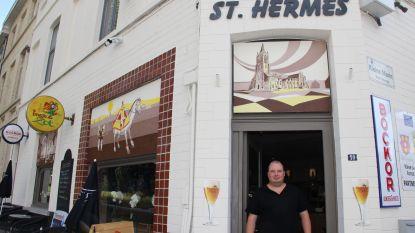Schilderijen over cultus van Sint-Hermes sieren gevel van gelijknamig café