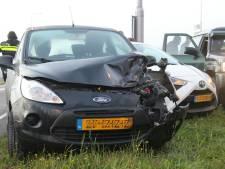 Botsing tussen vier auto's zorgt voor verkeersoverlast in Holten