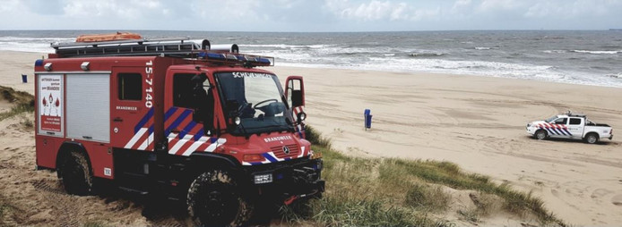 De brandweer in Scheveningen bedankt agenten uit de badplaats op Twitter voor een reddingsactie gisteren in de duinen van Meijendel.