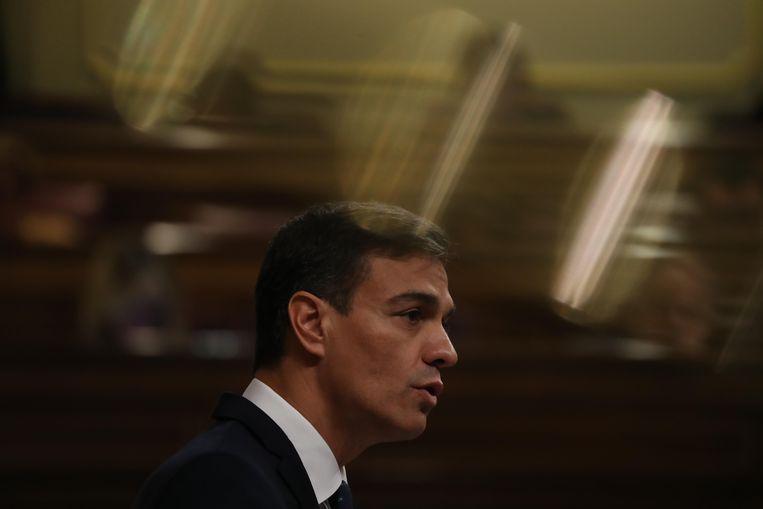De Spaanse premier Pedro Sánchez liet woensdagochtend het parlement weten 'in het belang van Spanje' niet af te zien van wapenleveranties aan Saoedi-Arabië. Beeld REUTERS