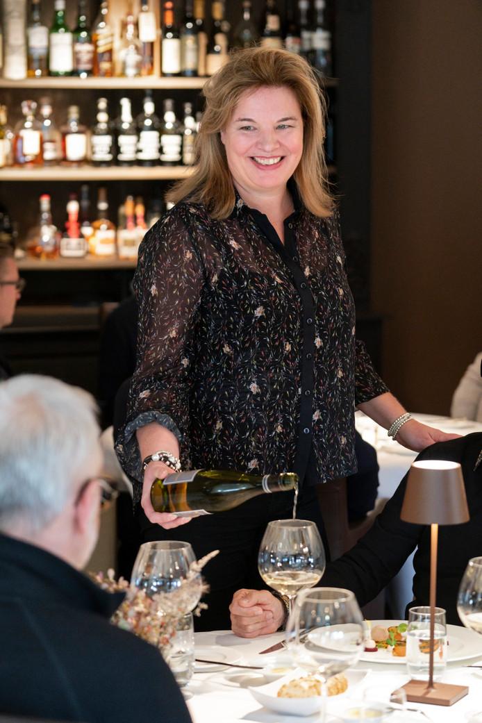 Barbara Box, gastvrouw van restaurant Die Heere Sewentien in Rosmalen.