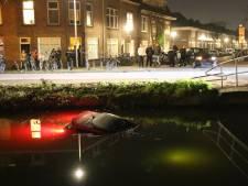 Auto rijdt water in na botsing op de Delfgauwseweg