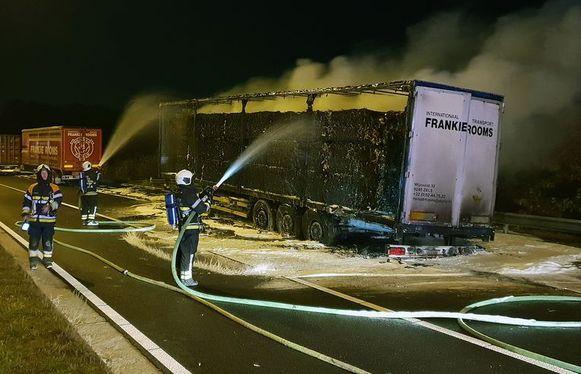 De 27-jarige man heeft bekend dat hij de oplegger in brand stak.