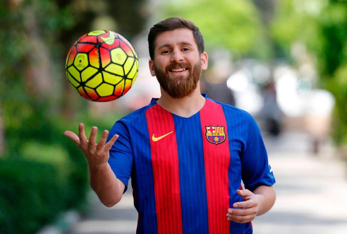 Reza Parastesh als lookalike van Messi.