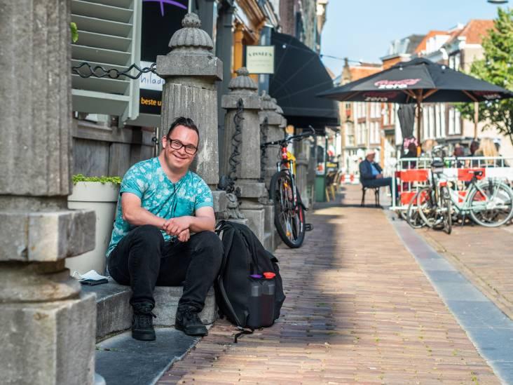 Antonio (28) wordt gelukkig van werken in de horeca: 'Ik ben blij dat ik zoveel zelfstandig kan'