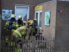 Brandweer Zevenaar breekt deur open na vlam in de pan