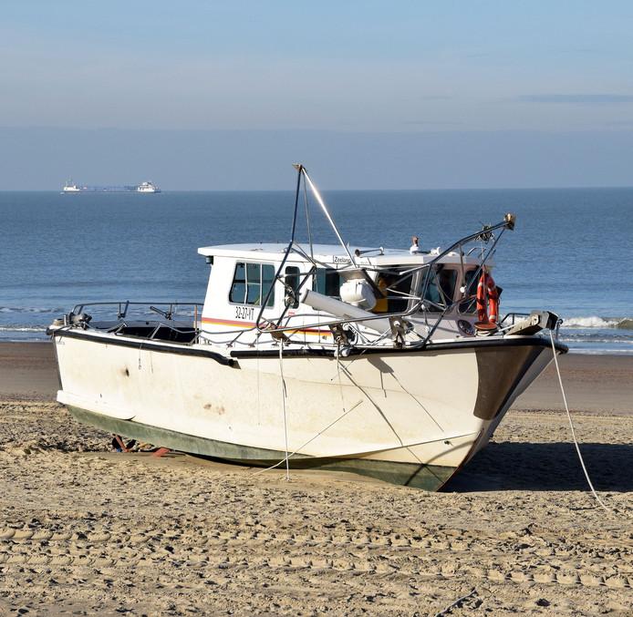 De 'cokeboot' op het strand van Cadzand.