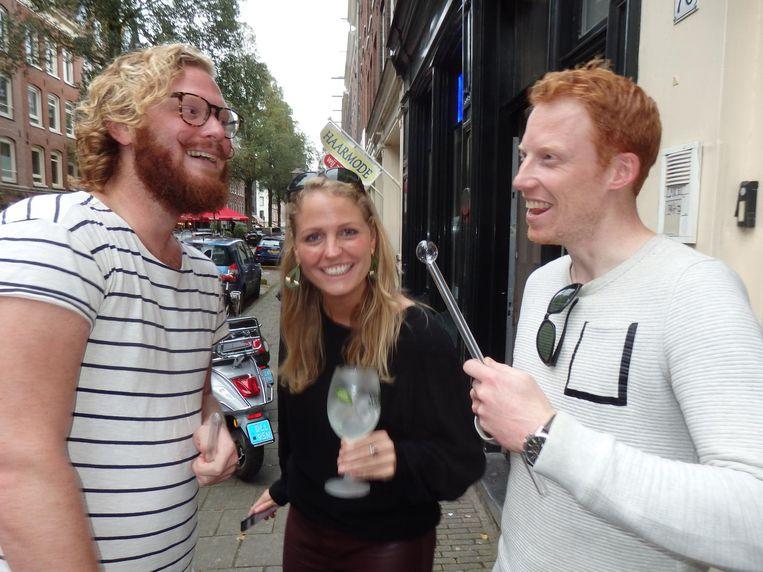 Jean-Paul Schaddé van Dooren (Cityguys), Roxanne Pinckers (Villa Massa) en cabaretier René van Meurs: 'Is dit een mooie crackpijp of niet?' Beeld Schuim