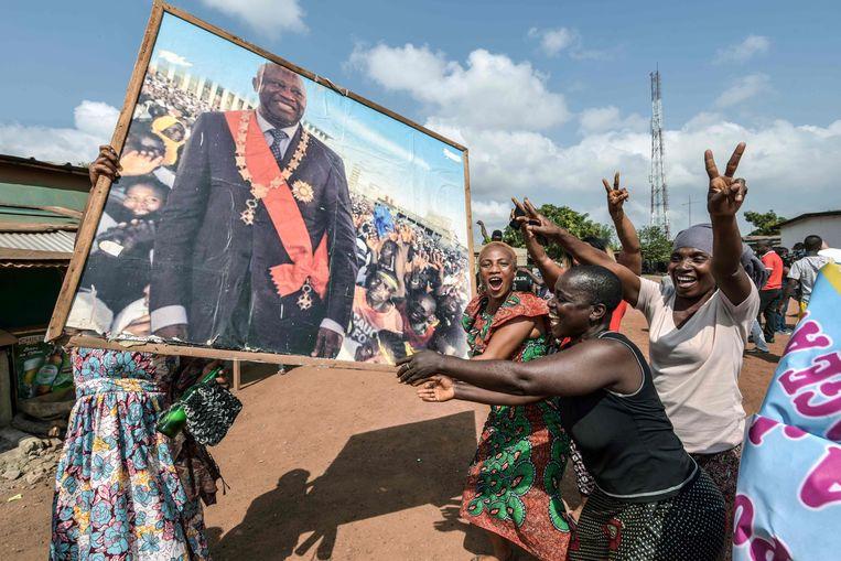 In de straten van Gagnoa, de geboorteplaats van Laurent Gbagbo, wordt de vrijspraak van de 73 jarige ex-president gevierd. Beeld AFP