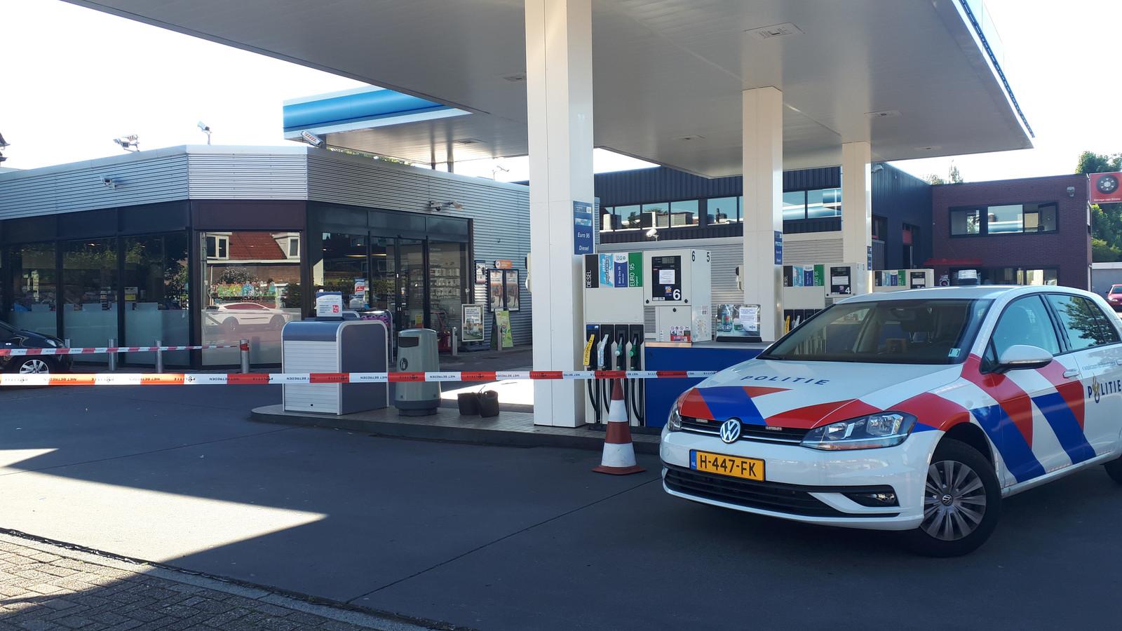 De politie is bezig met onderzoek na de overval op tankstation Haan aan de Molenweg in Nijmegen.