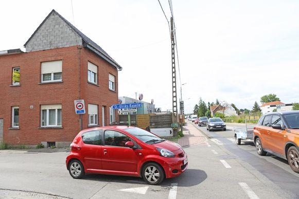 De woning bevindt zich op de hoek van de Assesteenweg en de Nattestraat.