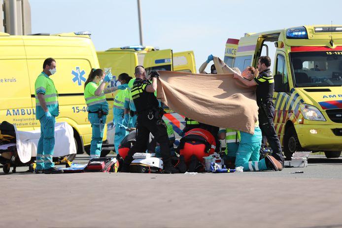Verschillende hulpdiensten ontfermen zich over de motorrijder