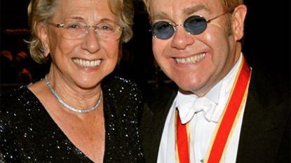 """Elton John neemt afscheid van zijn moeder: """"De ceremonie had niet mooier kunnen zijn"""""""