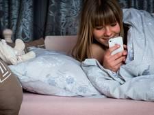 Tienermeisjes zien geen kwaad in sturen naaktfoto's