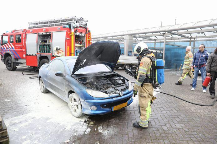 De brandweer kon niet voorkomen dat de motor flinke schade opliep door de brand.