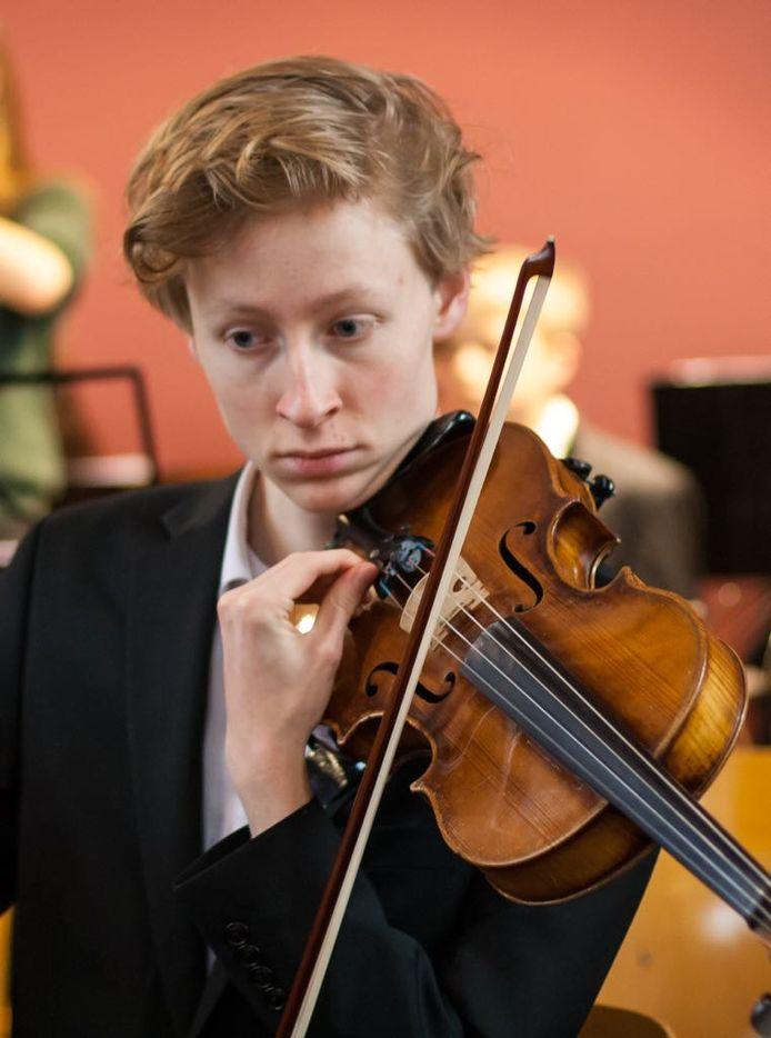 Abe Wolthuis was zijn viool kwijt, maar hij heeft hem weer terug