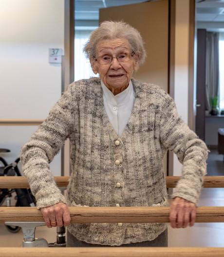 Nooit te oud om te revalideren: Annie (103) herstelt van een gebroken heup