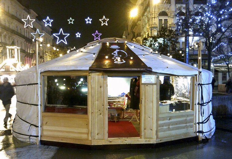 Een beeldje van de joert toen die nog in vol ornaat stond te blinken op de Brusselse kerstmarkt.