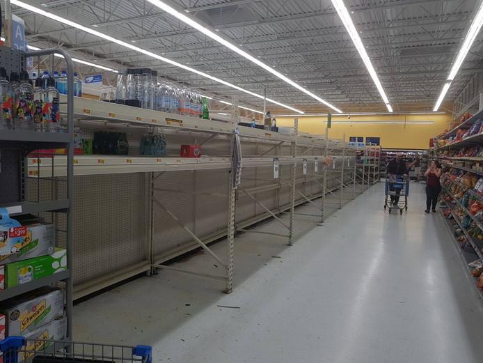 Lege schappen in de supermarkten van Orlando.