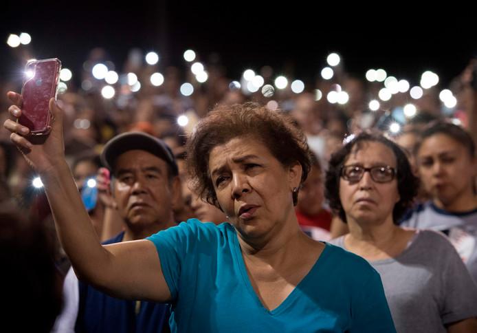 Een wake in El Paso voor de slachtoffers van de schietpartij in een Walmart-winkel.