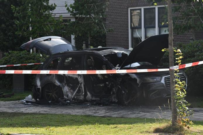 Uitgebrande auto in Enschede