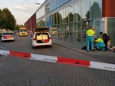VIDEO: Drie gewonden door steekpartij in Tilburg; kapotte bierflessen en bezemstelen op straat
