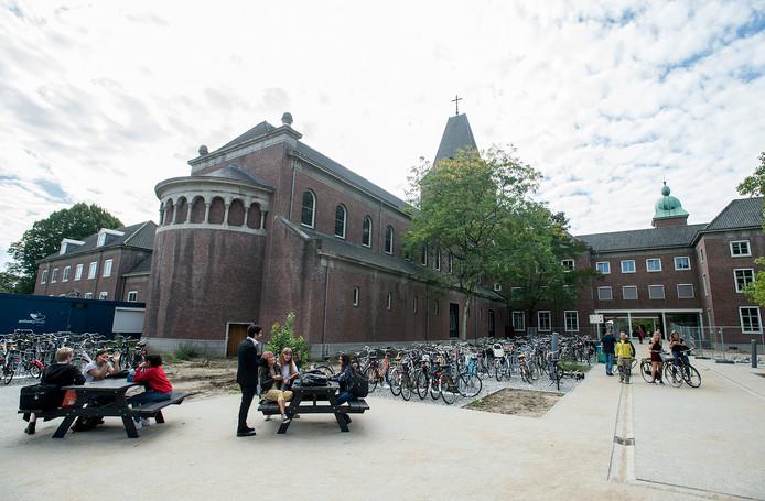 Het voormalige franciscanessenklooster is nu zichtbepalend op de nieuwe campus van Breda University.