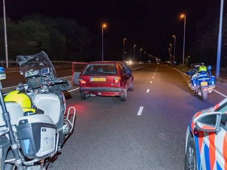 Politie botst met auto na achtervolging in Tilburg