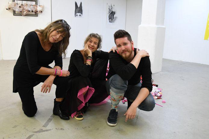 De kunstenaars Betty Vervoort, Lidwien van Noorden en Dylan van de Wal. Samen vormen ze het collectief Voort Noord Wal