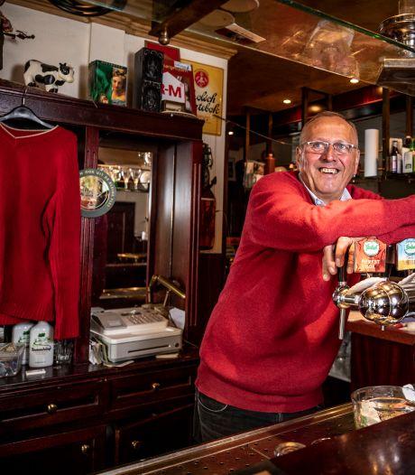 Jos Haarhuis niet meer in zijn rode trui achter de tap van het Lutter café Jossie