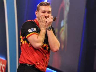 Dimitri Van den Bergh verbetert record van dartslegende Phil Taylor