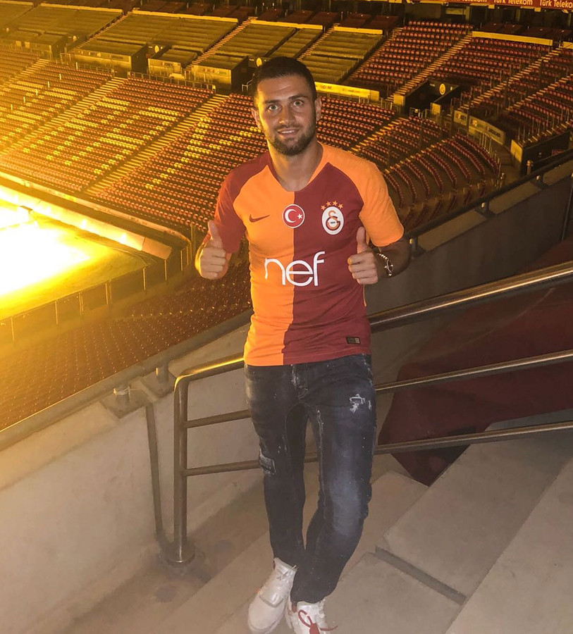 Omar Bayram in het shirt van Turkse grootmacht Galatasaray.