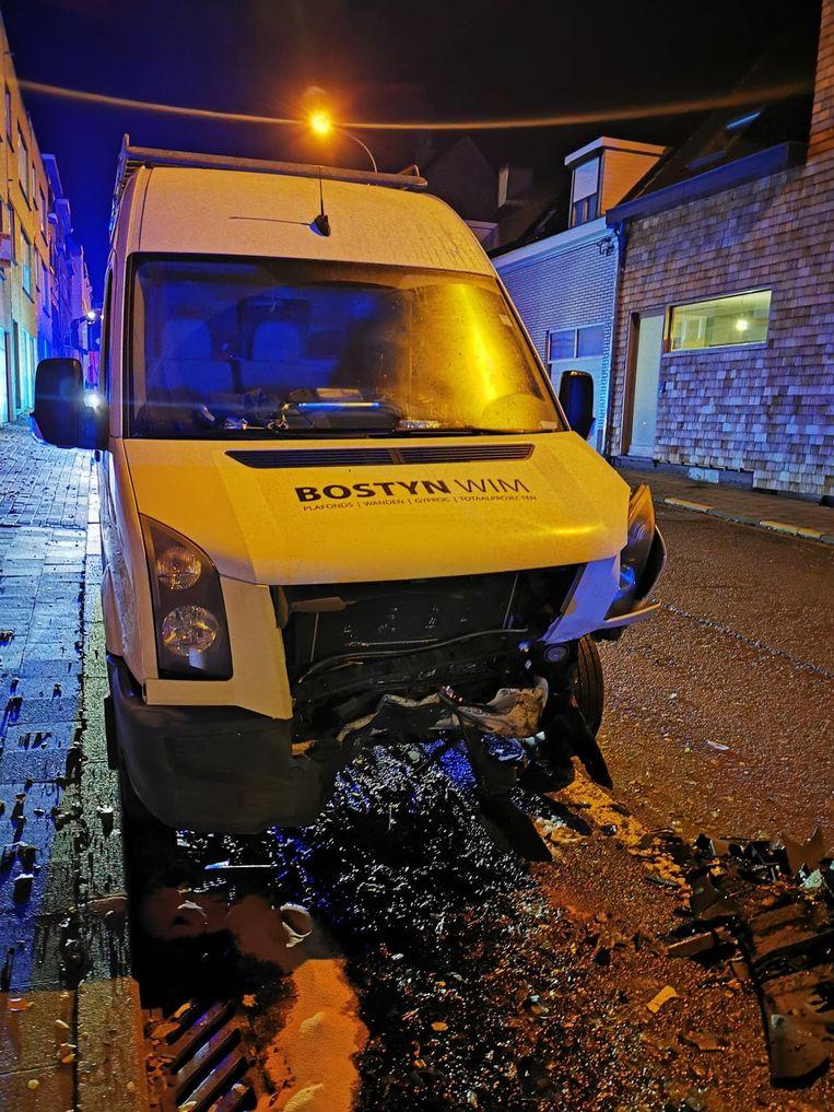 De bestelwagen van Wim Bostyn is zwaar beschadigd.