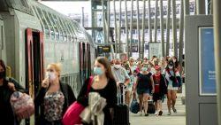 """Marc Van Ranst pleit voor systeem waarbij reiziger kan zien hoe vol een trein zit: """"Staanplaatsen moeten we absoluut vermijden"""""""