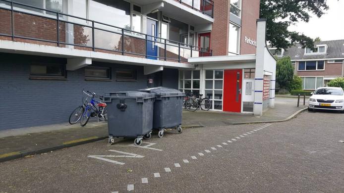 De stortkokers van de complexen aan de Kasterleestraat in Hoge Vucht zijn nog dicht, net zoals de kokers in dertien andere complexen in Breda. Daar staan tijdelijk vuilcontainers.