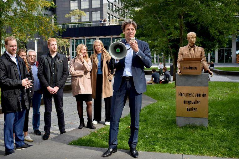 Europarlementariër Paul Tang onthult het monument Beeld Pvda