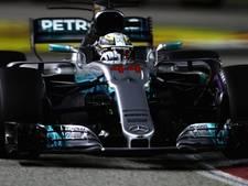 Nachtmerrie voor Verstappen, Hamilton lachende winnaar