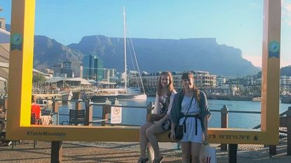 Odiseestudenten lopen stage in Kaapstad