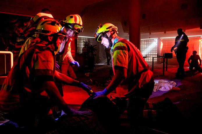 Hulpdiensten houden een anti-terreuroefening in het voormalige Daniel den Hoed ziekenhuis in Rotterdam. De veiligheidsregio wil ruimte en middelen om dit vaker te doen.