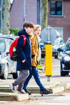 Ouders in Oud-Beijerland: Pas levensgevaarlijke oversteek basisscholen nú aan
