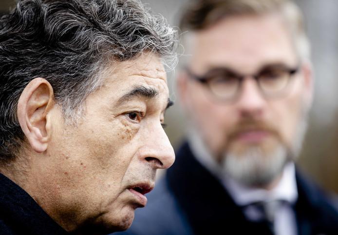 Advocaat Gerard Spong en diens kantoorgenoot Sidney Smeets staan de pers te woord bij de penitentiaire inrichting (PI) in Vught na een bezoek aan de voormalige Tilburgse coffeeshophouder Johan van Laarhoven.
