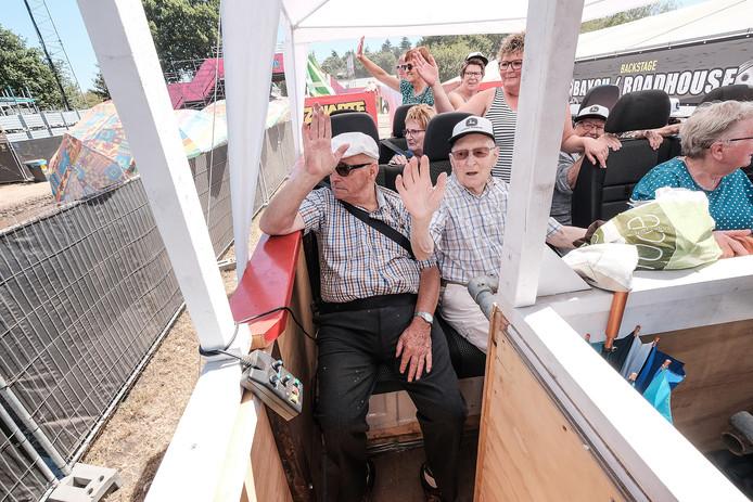 Met de bus naar de Zwarte Cross, niet alleen voor ouderen.  Archiefoto: Jan Ruland van den Brink