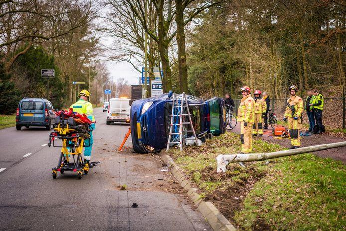 Een automobilist is gewond geraakt bij een ongeval op de Eisenhowerlaan in Eindhoven.
