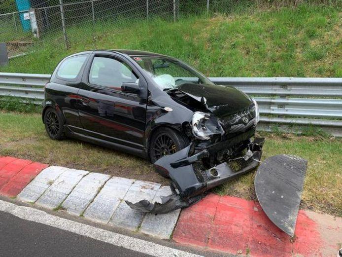 Crashen op de Nordschleife is duur. Niet alleen door de schade aan je eigen auto, maar ook door bijkomende afsleep- en herstelkosten aan het circuit.
